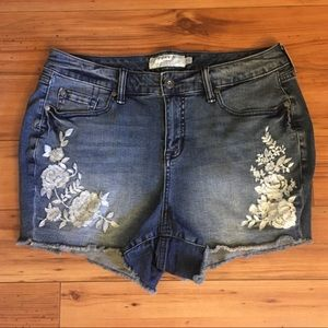 Torrid High Rise Short Shorts Embroidered flowers